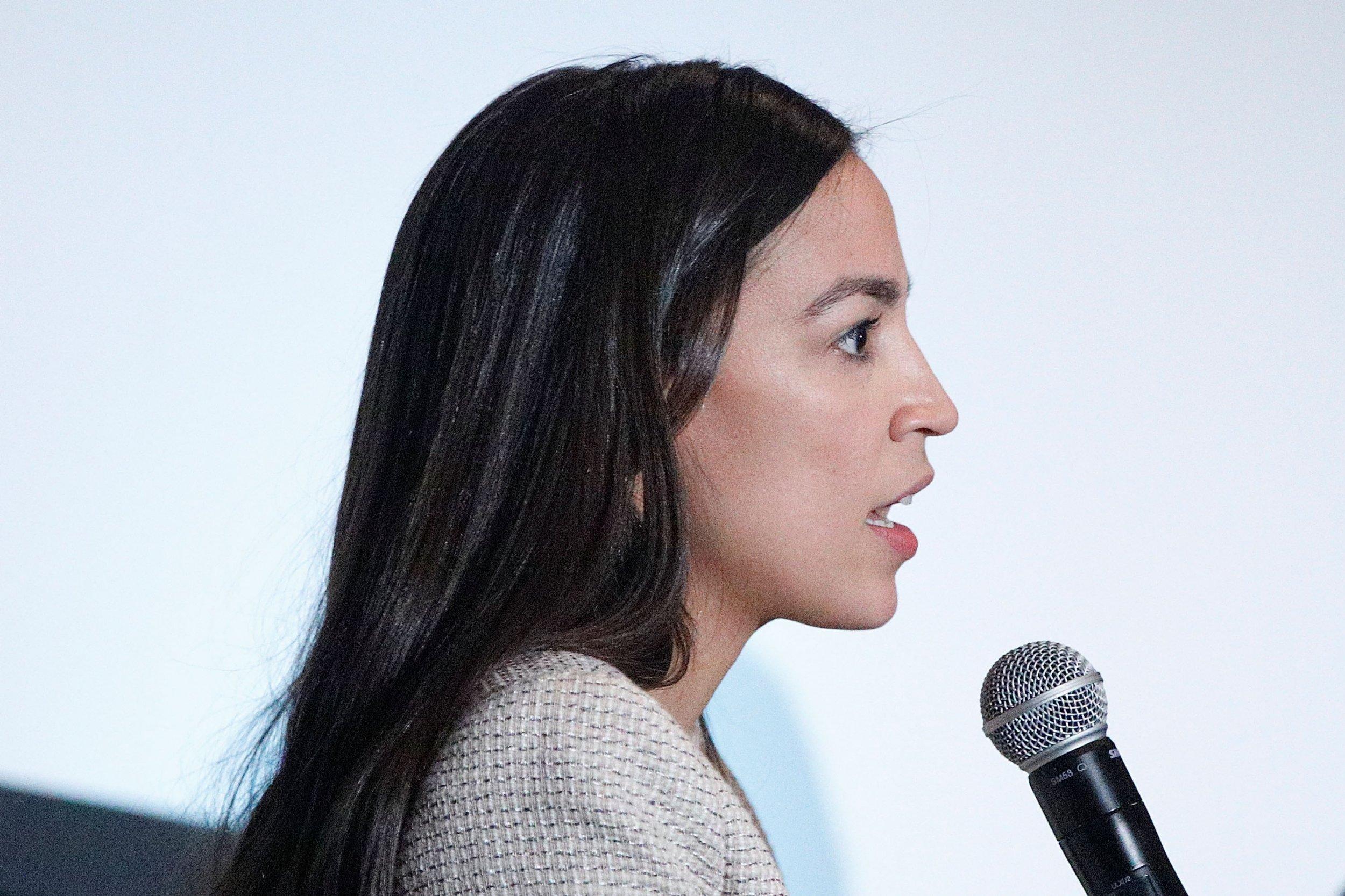 Alexandria Ocasio-Cortez, Kellyanne Conway