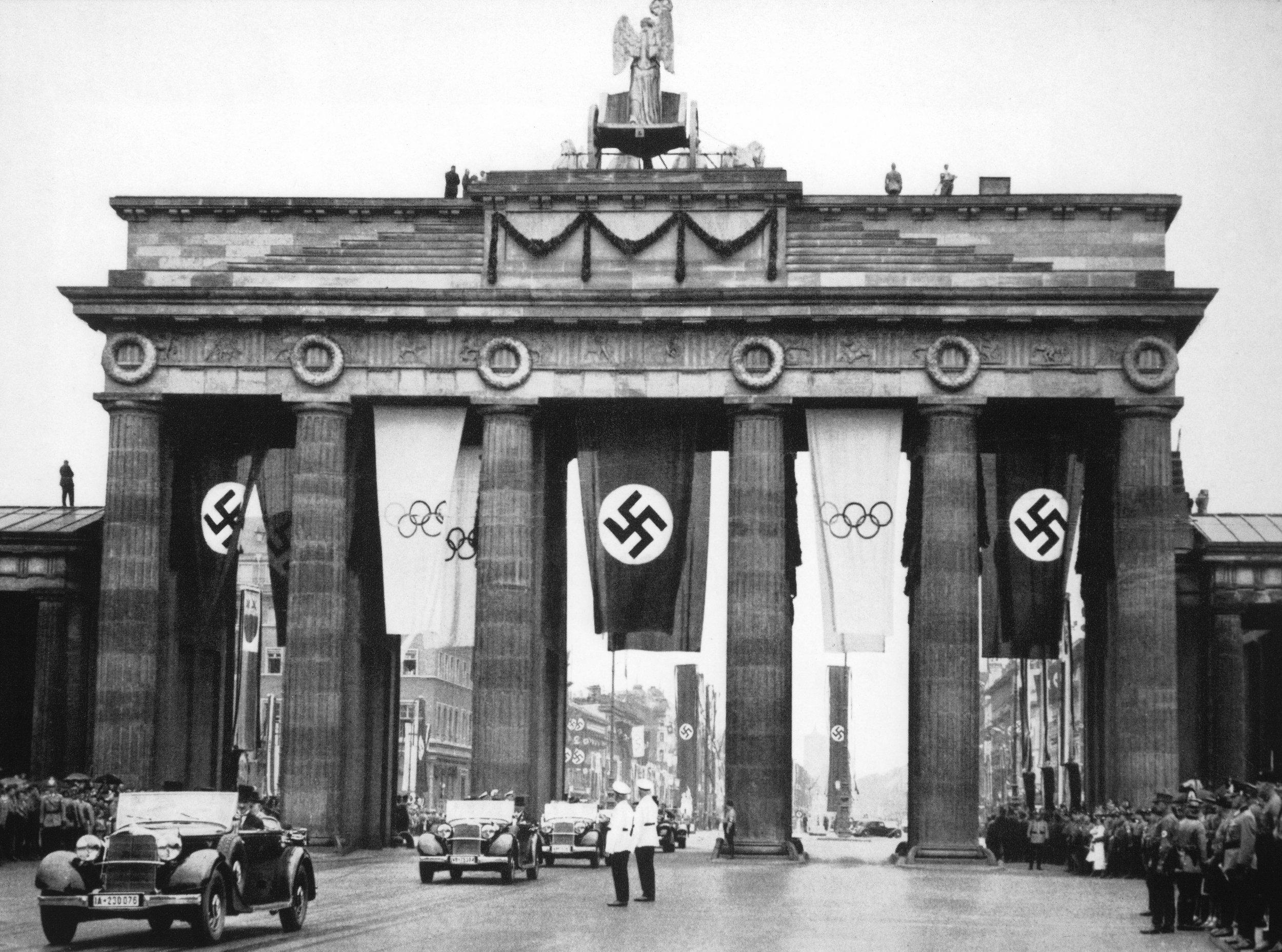 Nazi flag brandenburg gate