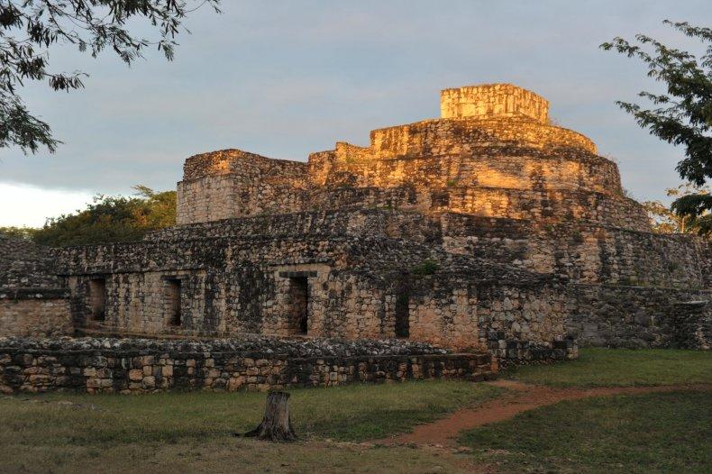Oval Palace, Maya
