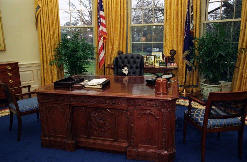 Queen Victoria, Oval Office Desk