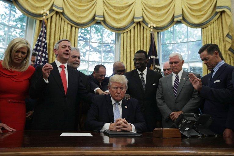 trump praying faith leaders oval office