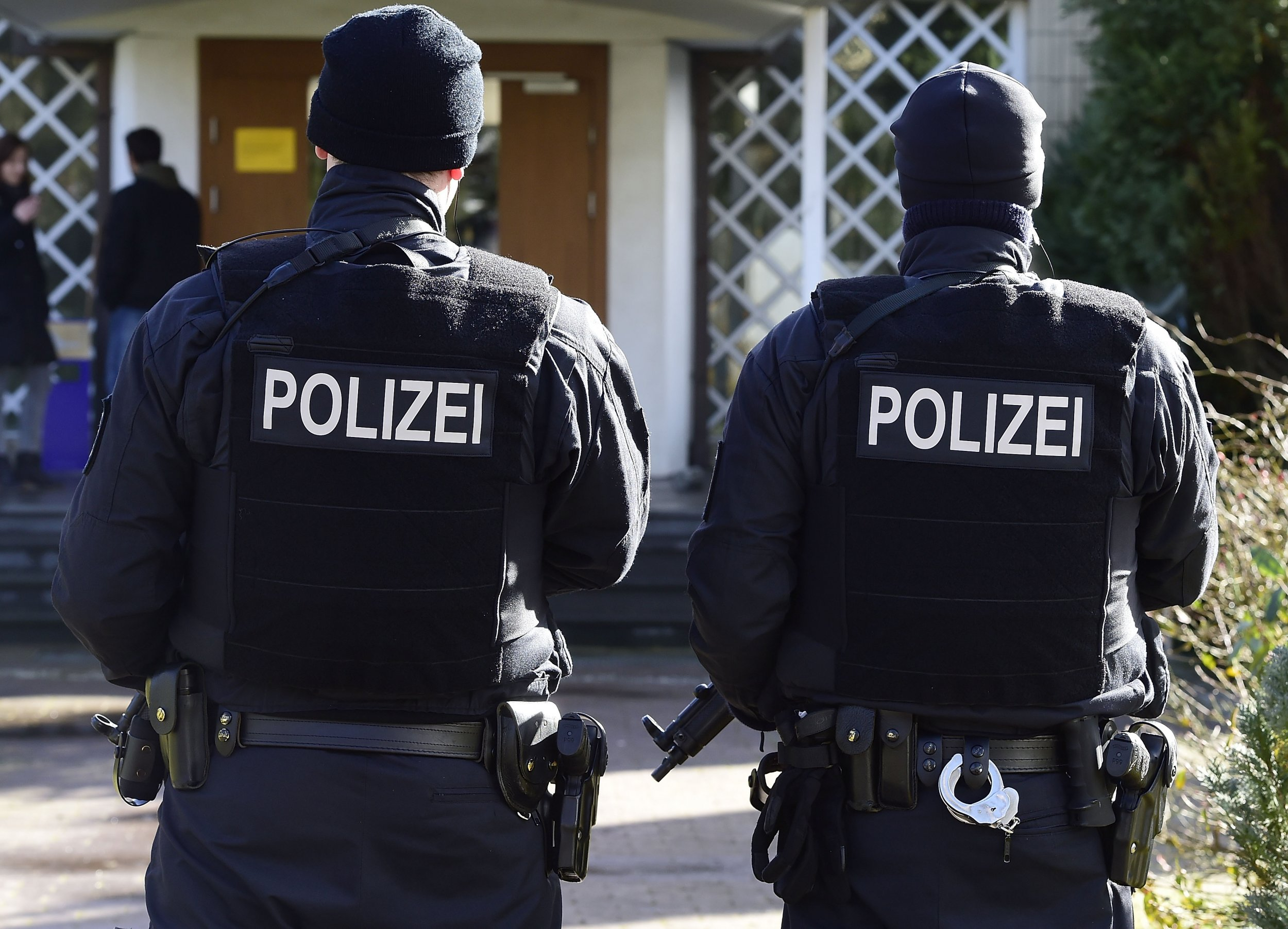 German, police, synagogue, anti-Semitism, protection, Angela Merkel
