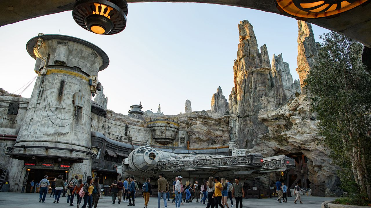 Star Wars: Galaxy's Edge cast members avoid 'Younglings' because of the child murders