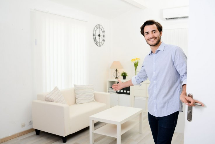 List your spare room or home with Airbnb