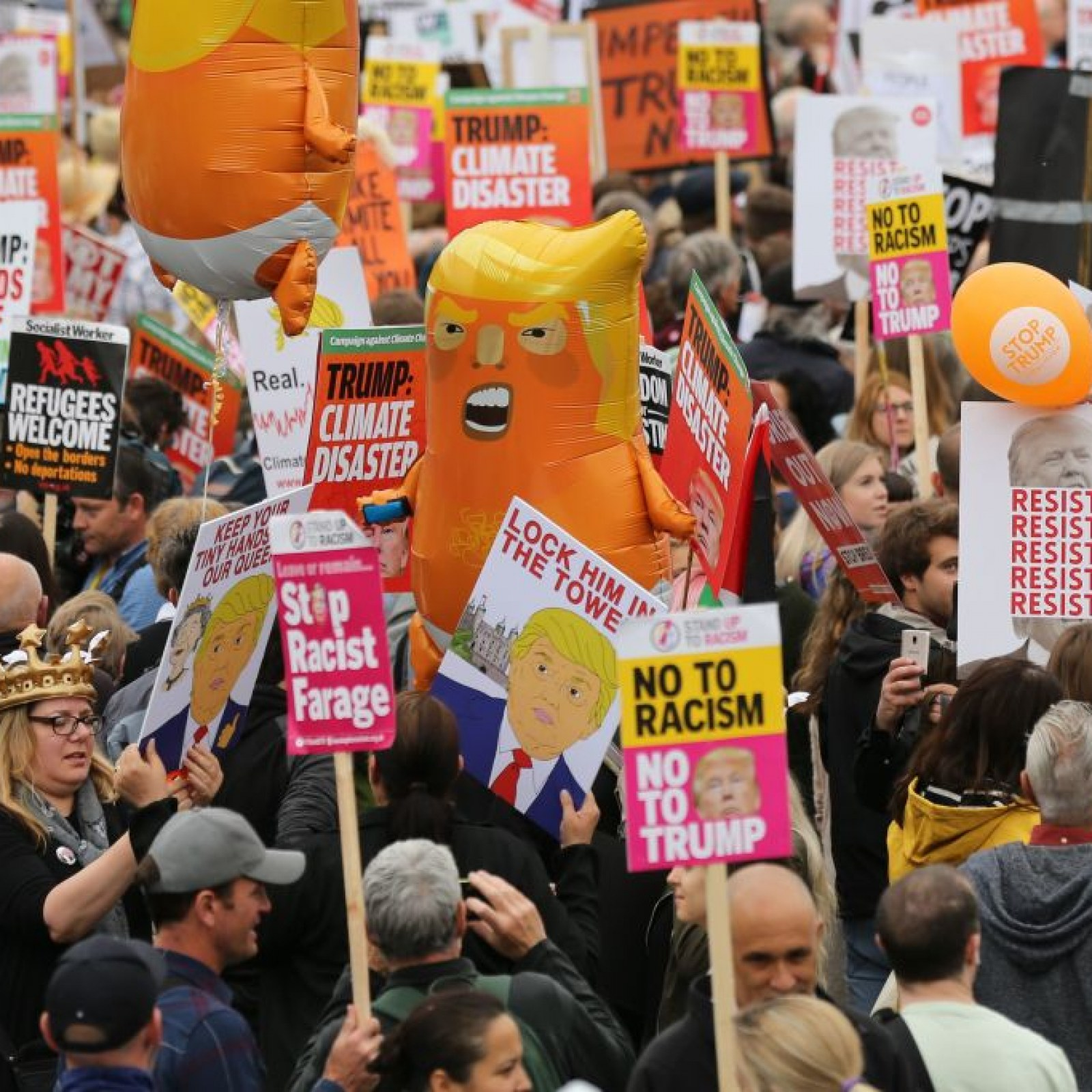 Its Not Just Demonstrators Saying >> Day After Trump Claims Tremendous Crowds Of Well Wishers In London