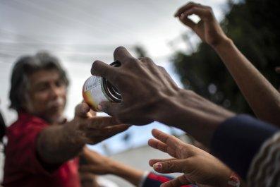 migrant-food-solidarity-crime-mexico-arizona-scott-walker