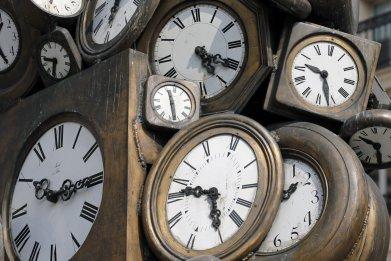 Clocks for daylight saving