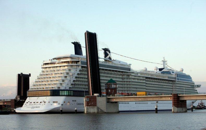 Cruise ship, blocked, activists, Climate Change