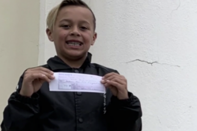 Kid Pays School Lunch Debt