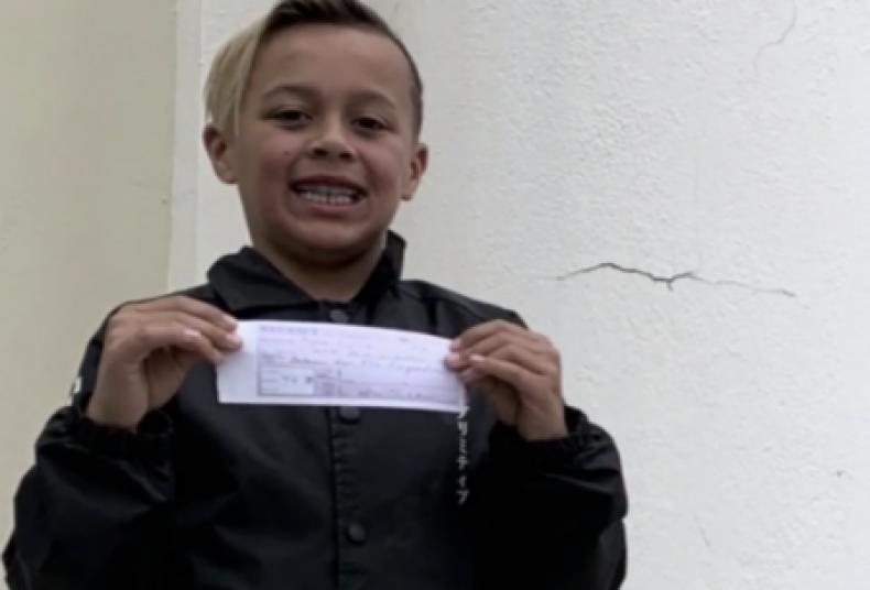 Kid Pays School Lunch Debt