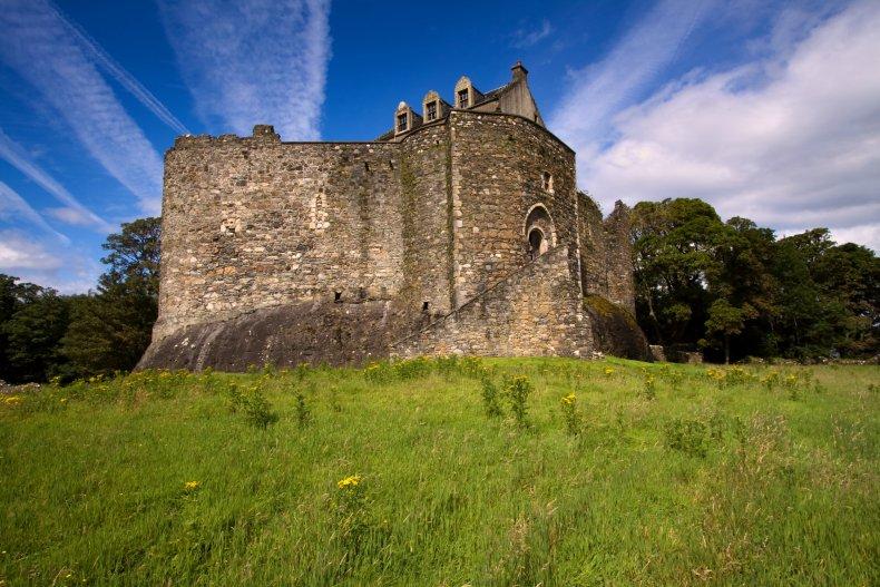 Tourists, Trapped, Castle