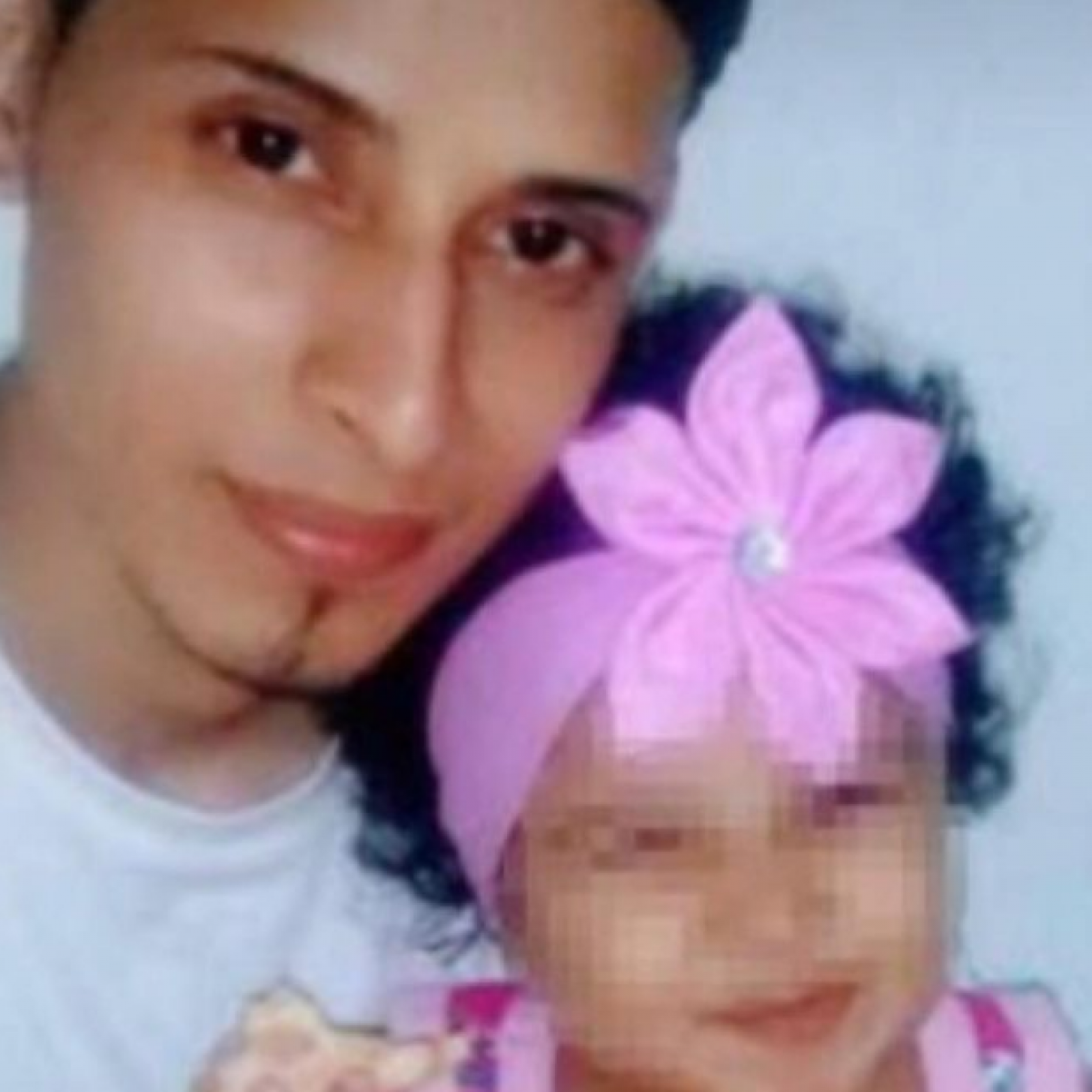 Stop Sharing 'Dehumanizing' Photo of Drowned Migrant Father