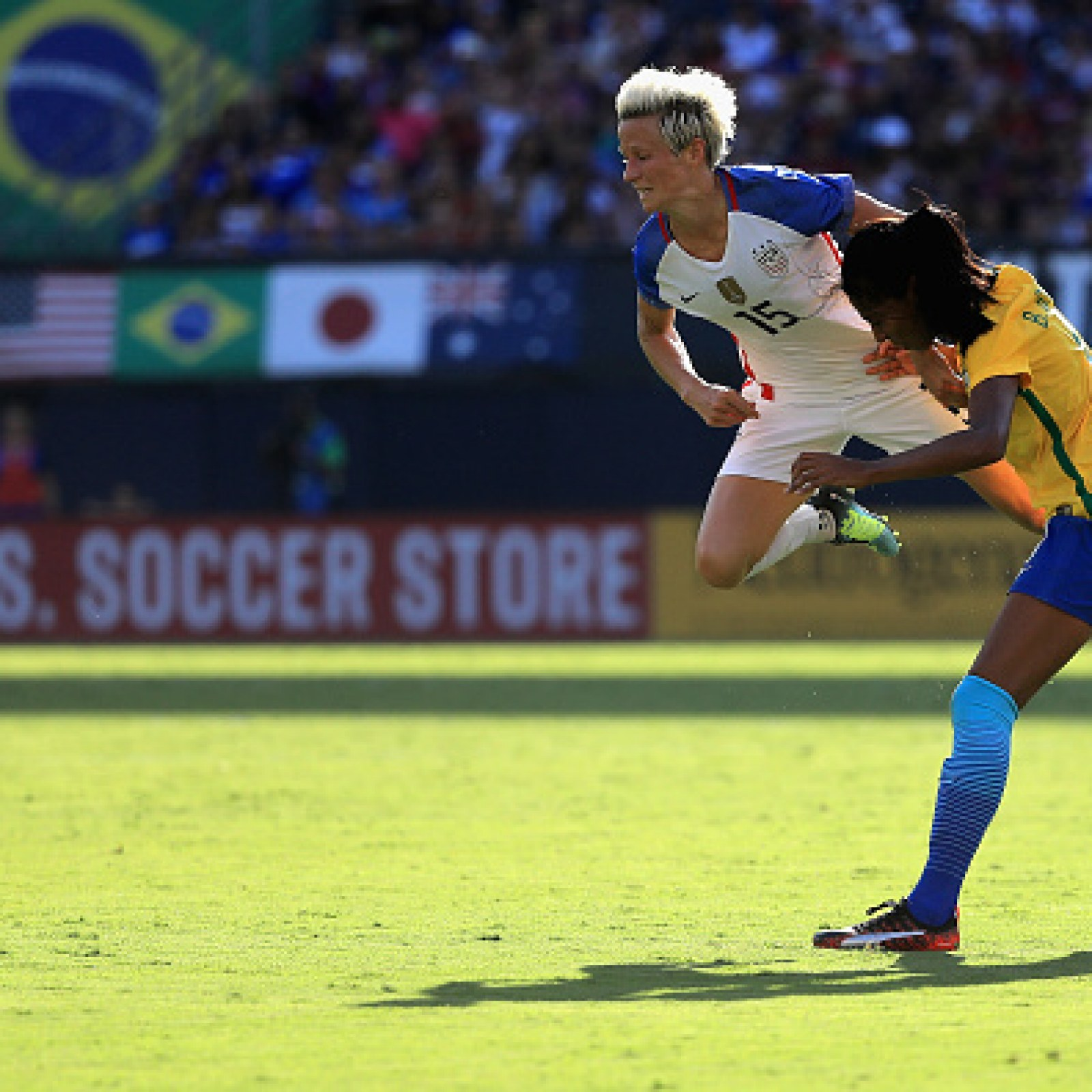 U S  Soccer Captain Megan Rapinoe Stands by White House