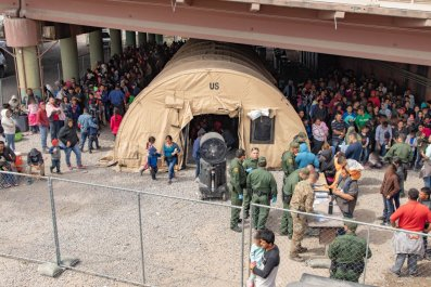 CBP screening migrants