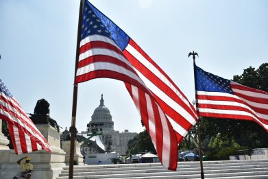 independence-day-flags-capitol