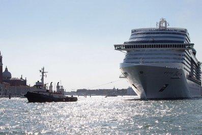 giant cruise ship