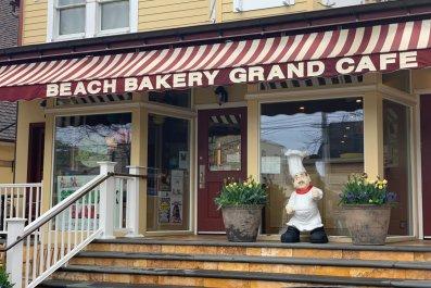 beach bakery grand café front