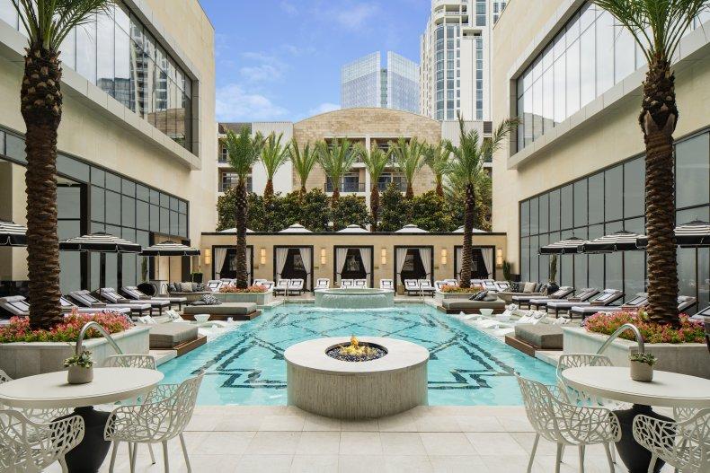 Hotel Post Oak pool