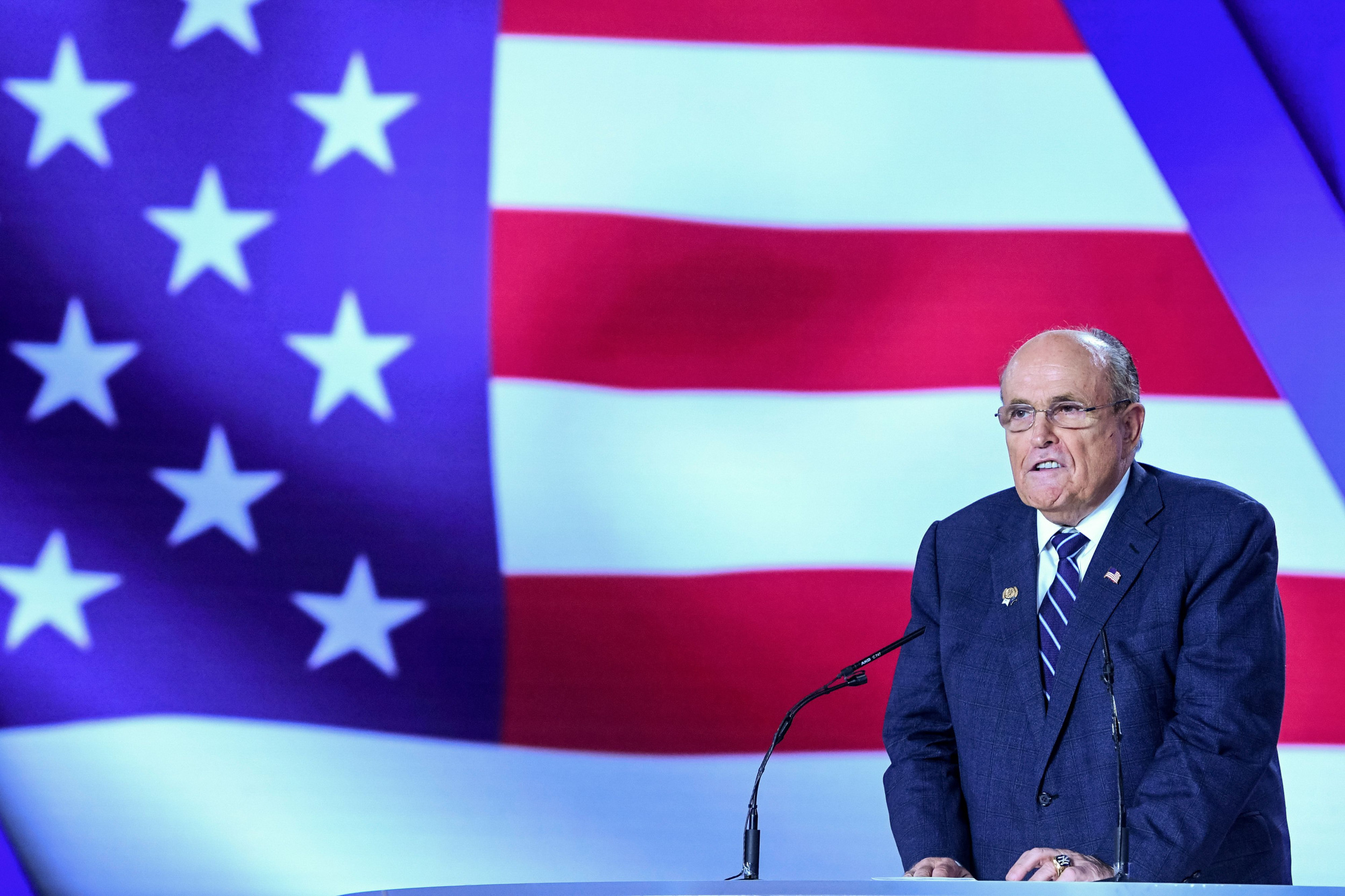 Rudy Giuliani Calls de Blasio a 'Disgrace' After NYPD Attacked With