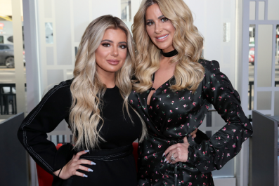 Kim Zolciak-Biermann Claims Her Family Was Kicked Off a Delta Flight