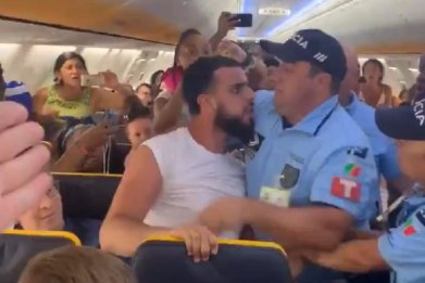 Ryanair flight viral video man attacked police