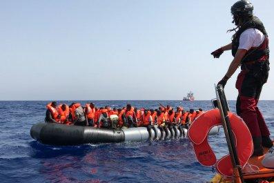 migrants-ship-med