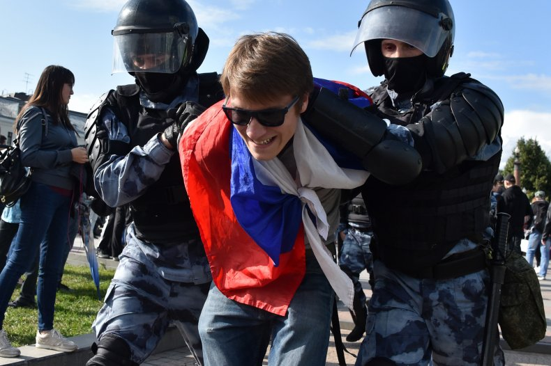 russia protest police arrest elections