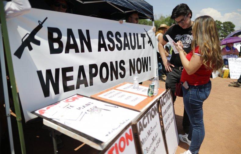 veteran Democrats call for assault weapons ban