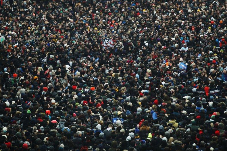Crowd Bernie Sanders