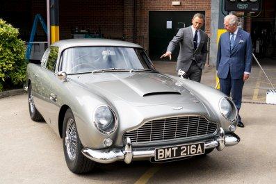 Daniel Craig on Bond Set
