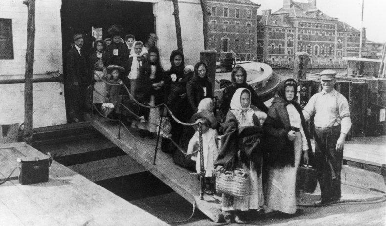 Immigrants Ellis Island