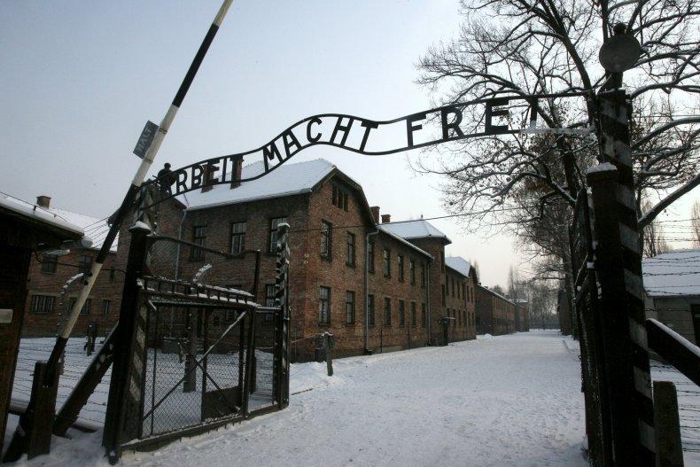 Army_Auschwitz_22Aug2019