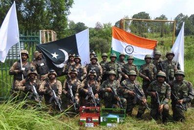 pakistan india troops eid border