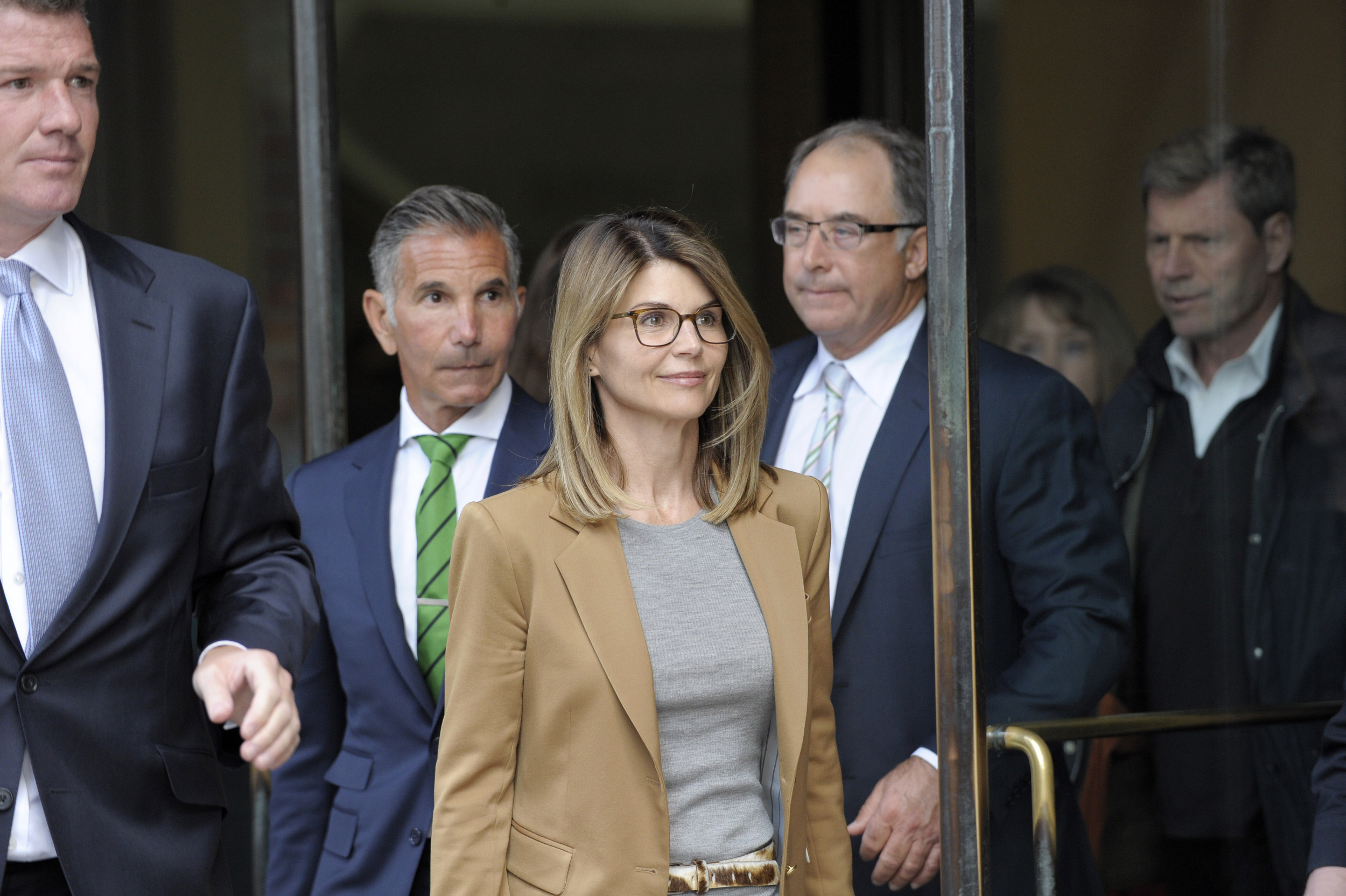 Why Lori Loughlin and Mossimo Giannulli sharing lawyers could create a complicated legal situation