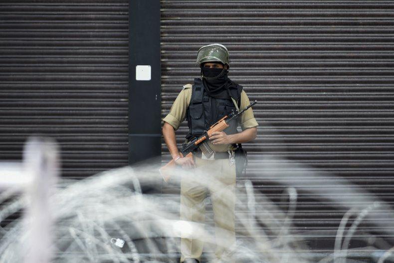 india kashmir soldier lockdown border