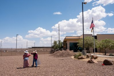 DHS bars staffers migrant detention centers