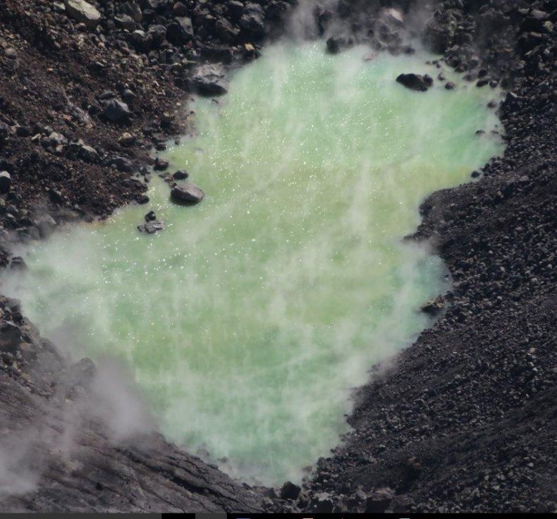 hawaii volcano green pool