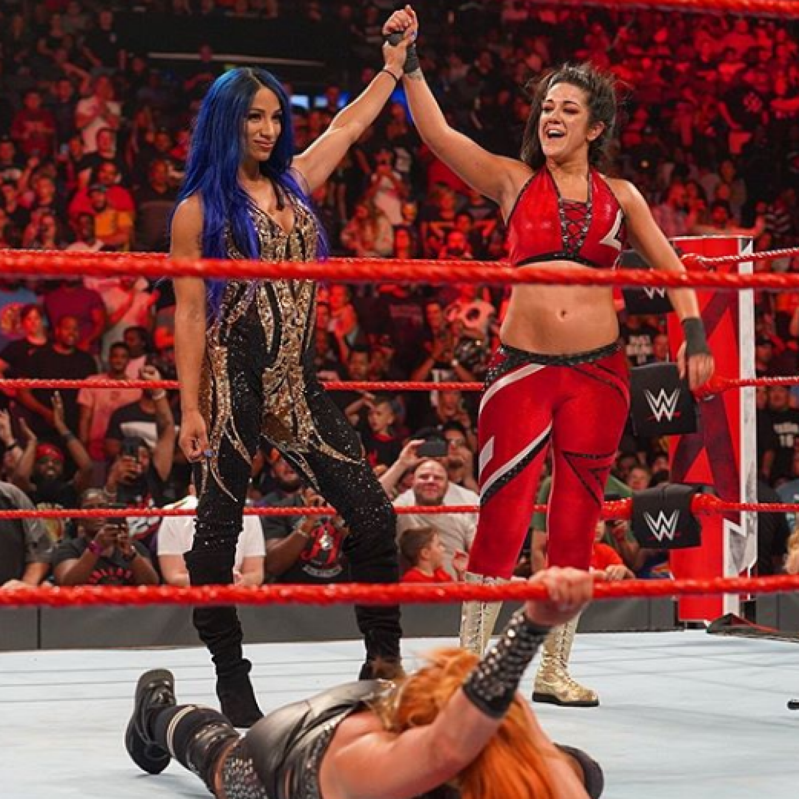 Bayley Turns Heel on Becky Lynch at Monday Night RAW
