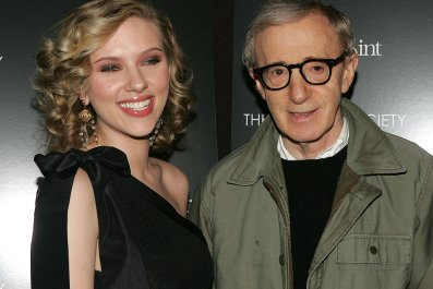 Scarlett Johansson Defends Woody Allen