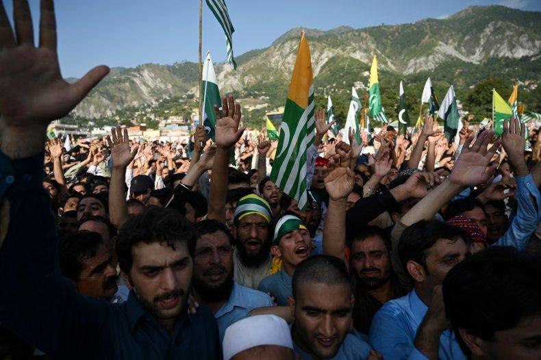 pakistan kashmir rally khan india border