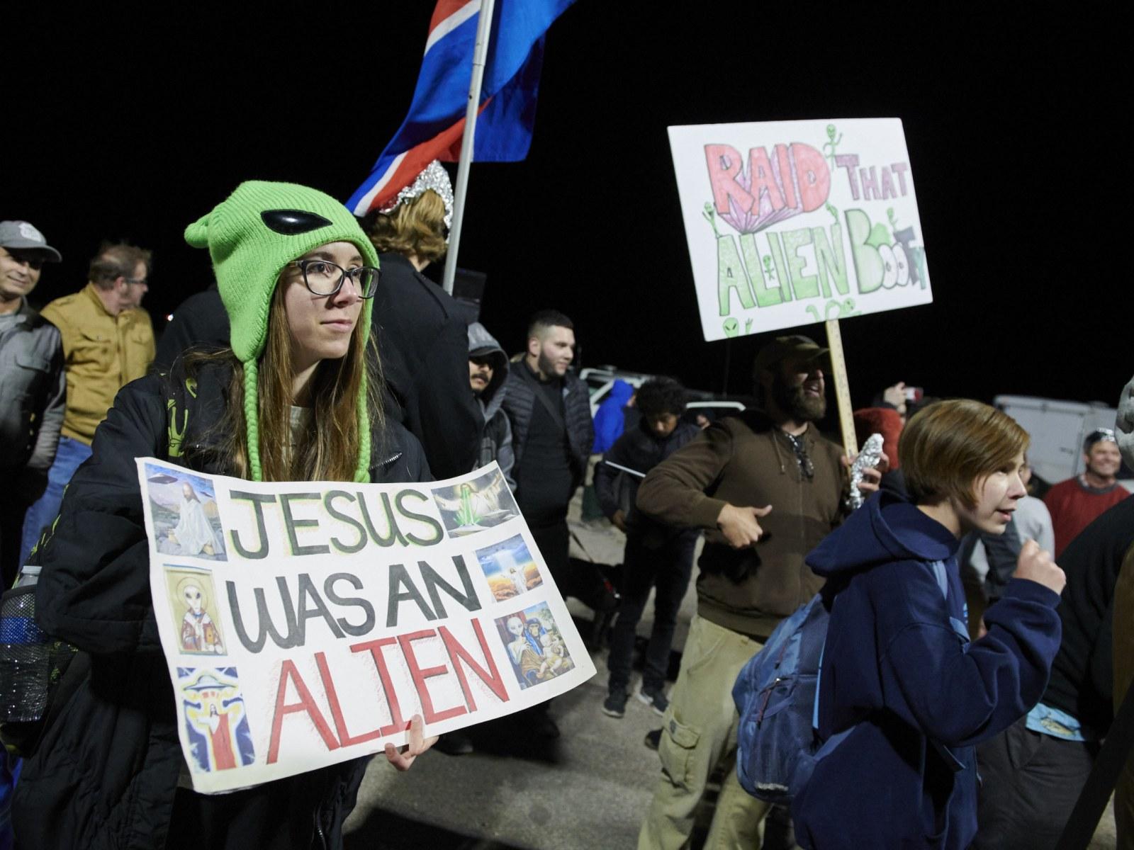Area 51 Raid Memes Storm The Internet As Alien Enthusiasts Descend On Rural Nevada