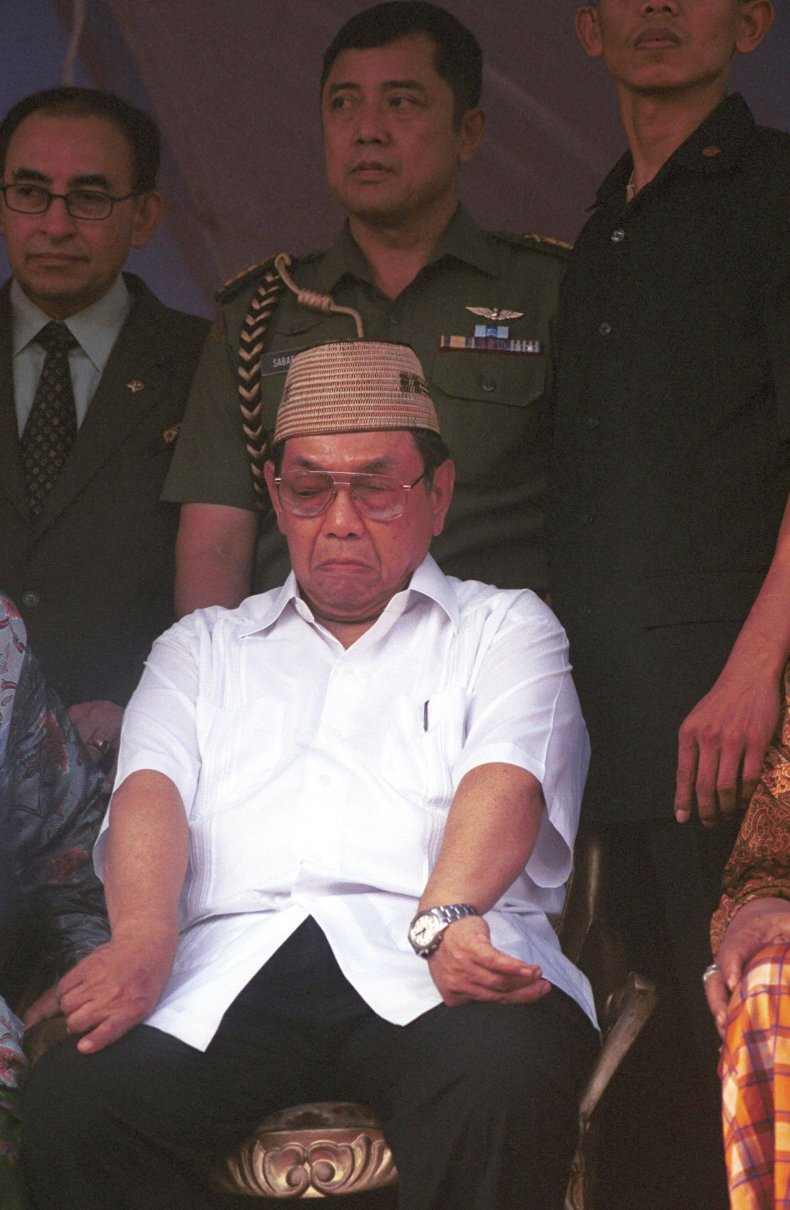 indonesia president abdurrahman wahid resigns