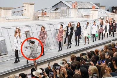 marie s'infiltre chanel paris fashion show