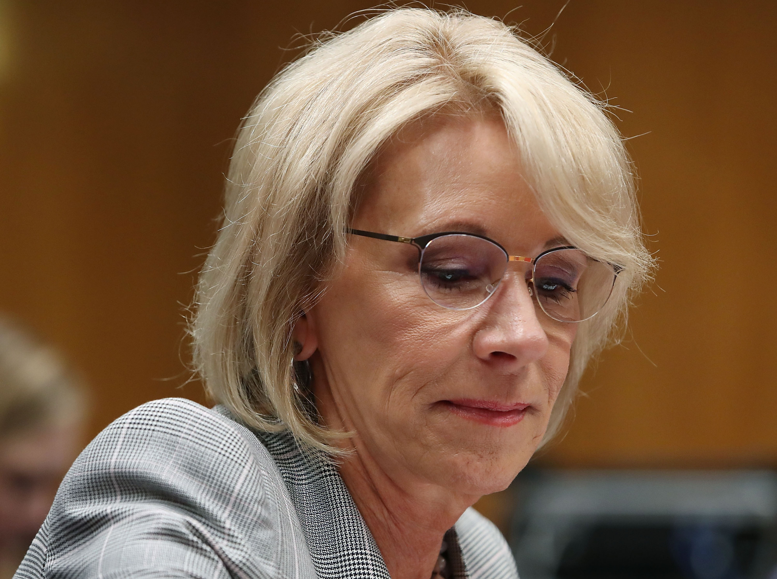 <b>BETSY DEVOS COULD FACE JAIL AFTER JUDGE RULES SHE VIOLATED 2018 ORDER ON STUDENT LOANS</b>