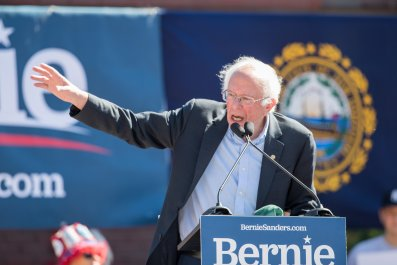 Bernie Sanders Tours Colleges In New Hampshire