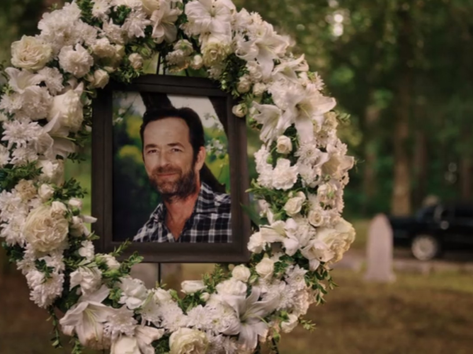 Image result for riverdale end of season 4 luke perry