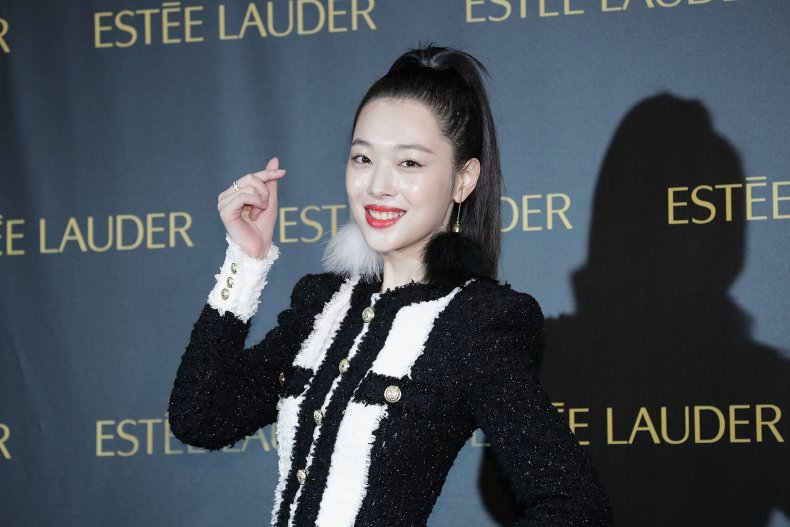Sulli at an Estee Lauder event
