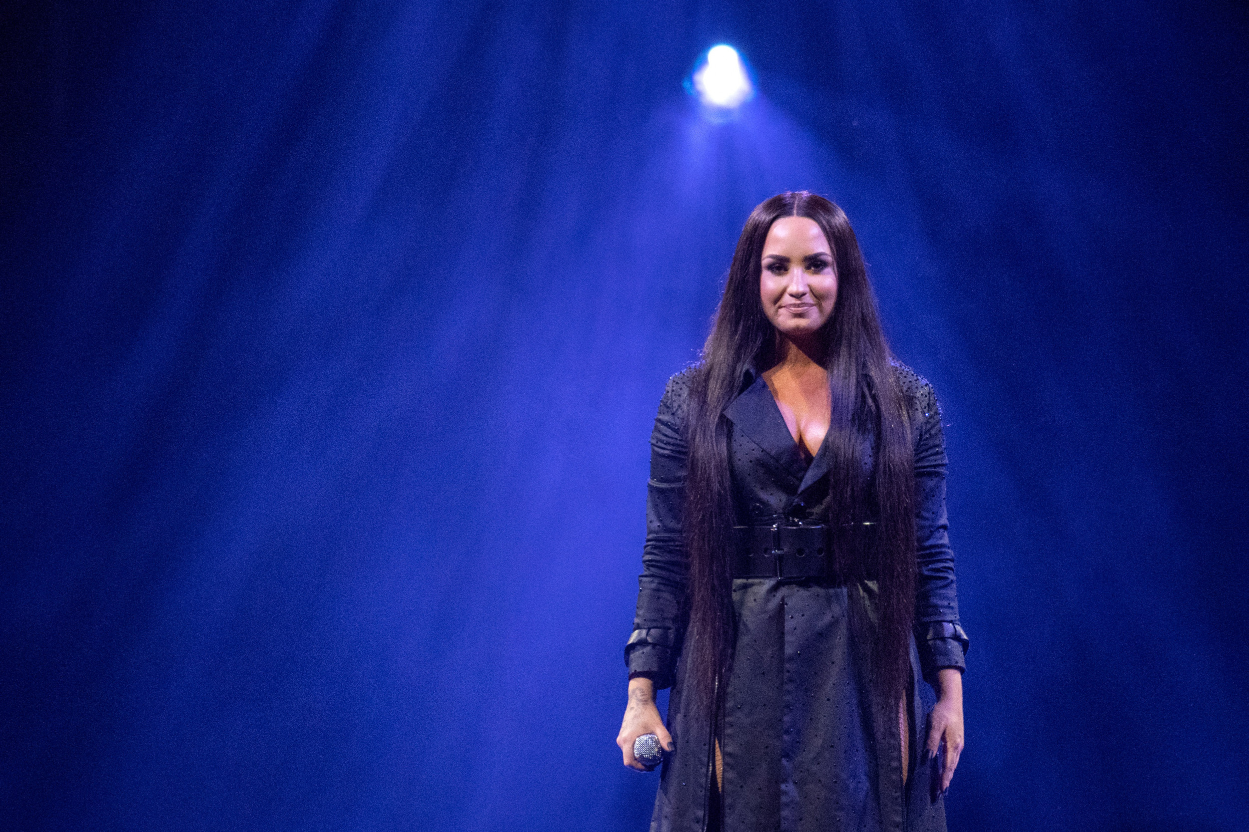 Demi Lovato Nude Photos Leaked After Snapchat Hack? Fans Rally Around Singer on Twitter