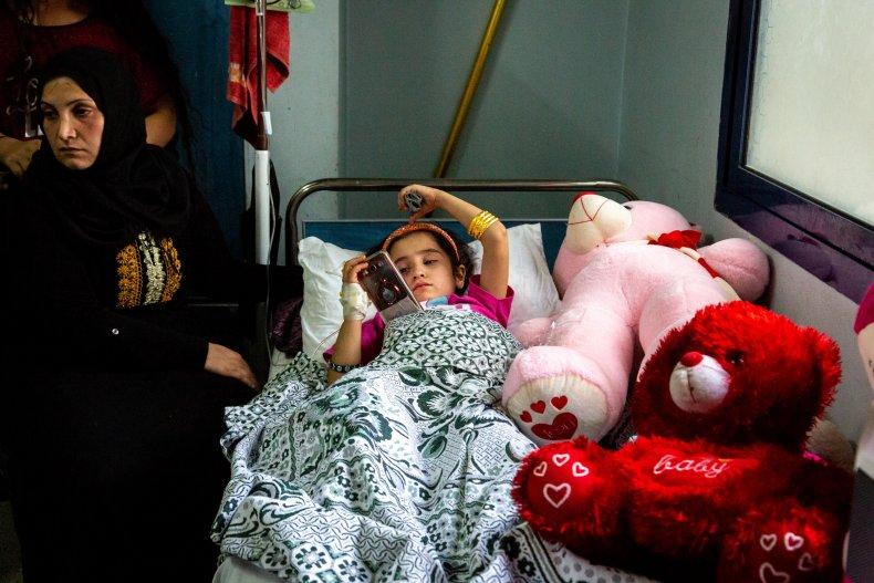 syria war young girl hospital