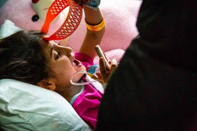 syria child cry war hospital
